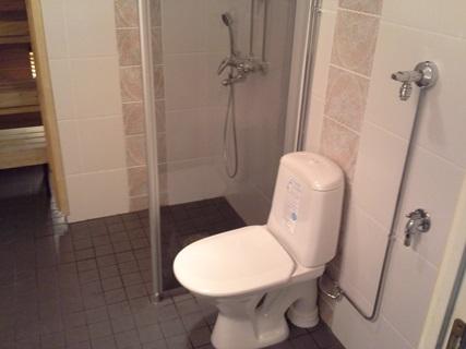 Massalattia kylpyhuone